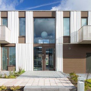 I Dalby, till kvarteret Göingegeten har Strängbetong levererat matrisgjutna fasadelement som är textila i i sitt uttryck. Foto: M Linderoth.