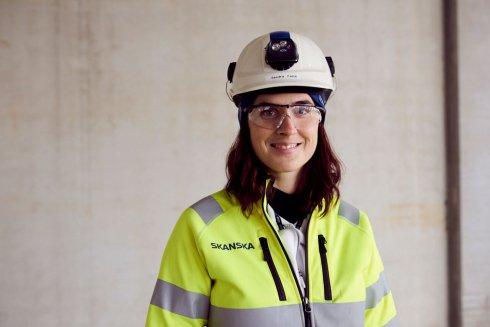 Sandra Falck, Skanskas miljösamordnare på byggarbetsplatsen, förklarar att Juvelen ska bli Nordens mest hållbara byggnad.