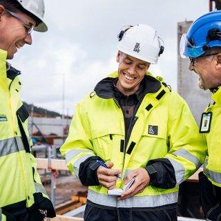 Affärsansvarig Christian Jensen, Strängbetong, Sebastian, Serneke, och projektledare Krister Gemrud, Strängbetong jobbar tillsammans för att få Kongahälla shopping på plats.
