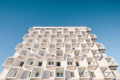 Bostadshuset As Oy Viuhka som vann priset för Bästa Betongprojekt i Finland 2016. Fasaderna är tillverkade av TMB Group.