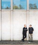 Johan Sundberg och Mattias Andréasson är arkitekterna bakom Andrum där Strängbetong bidragit med bla håldäck och väggelement. De har varsin arkitektbyrå men sitter på samma plats, varför de ofta samarbetar kring projekt.